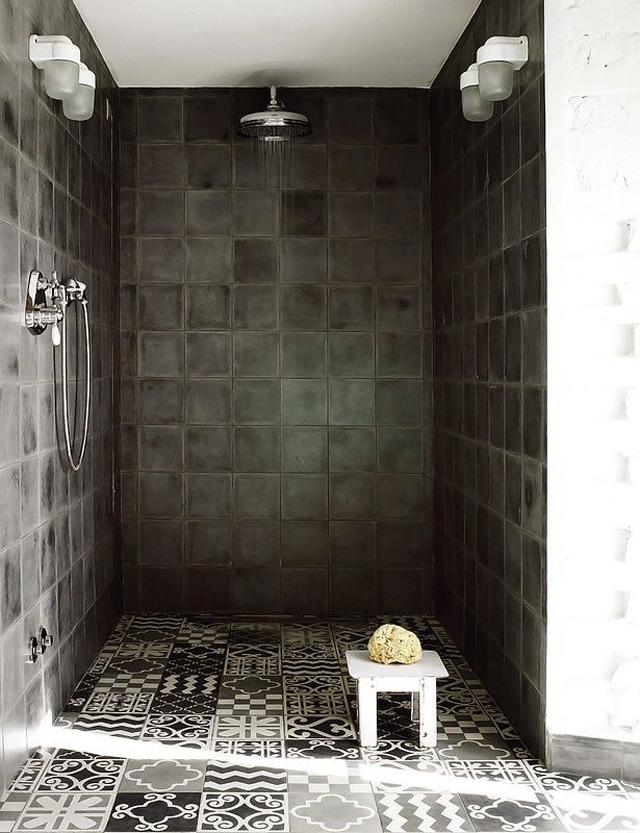 Baldosas Baño Grises:En los cuartos de baño también son muy habituales estas baldosas