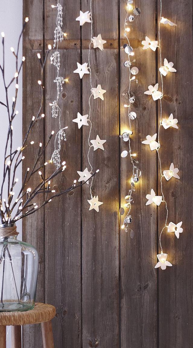 Una Navidad decorada con estrellas_02