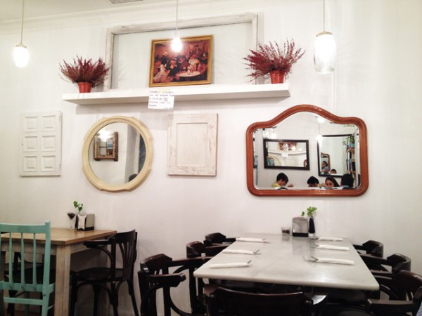 *Resto - Bar* Brunch at the toast cafe in Madrid_10