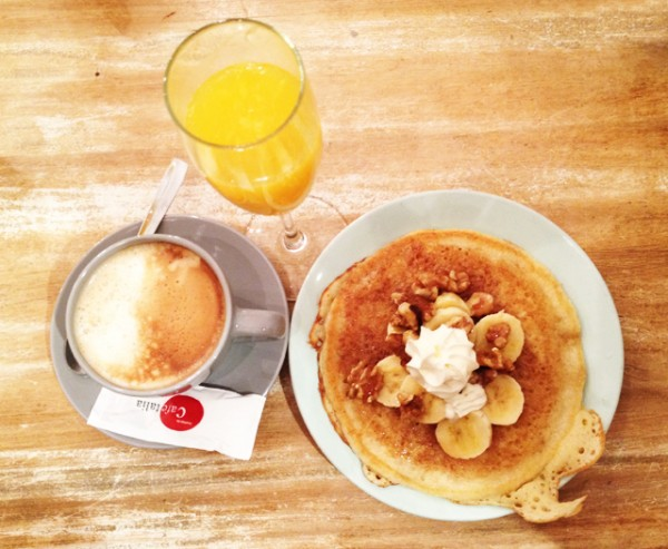 *Resto - Bar* Brunch at the toast cafe in Madrid_11
