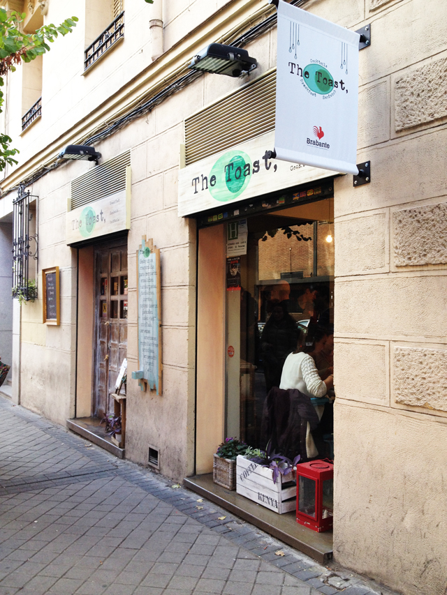 *Resto - Bar* Brunch at the toast cafe in Madrid_13